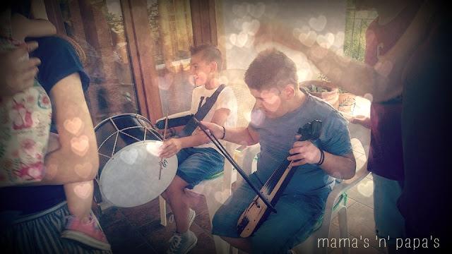 kids palying music