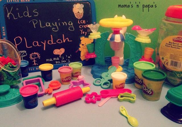 Παίζουμε με την παγωτομηχανή της Playdoh